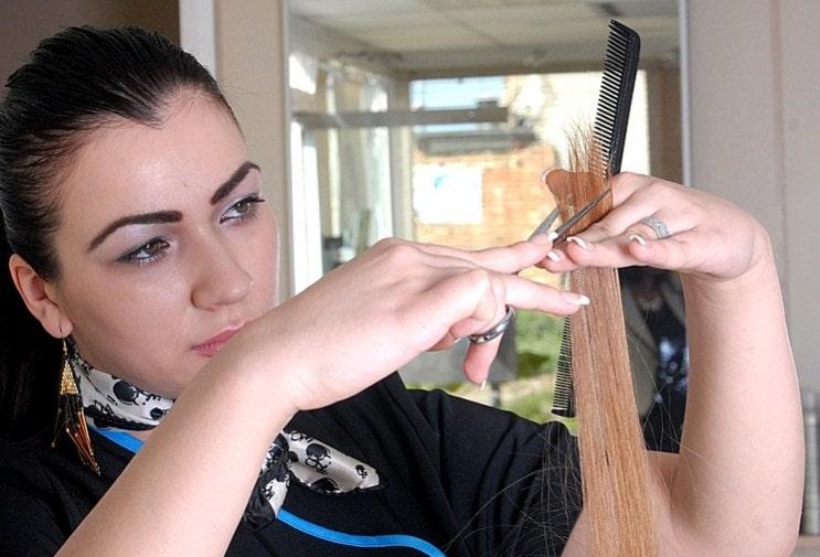 memotong rambut rusak