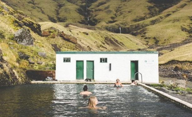 cara merawat rambut habis berenang